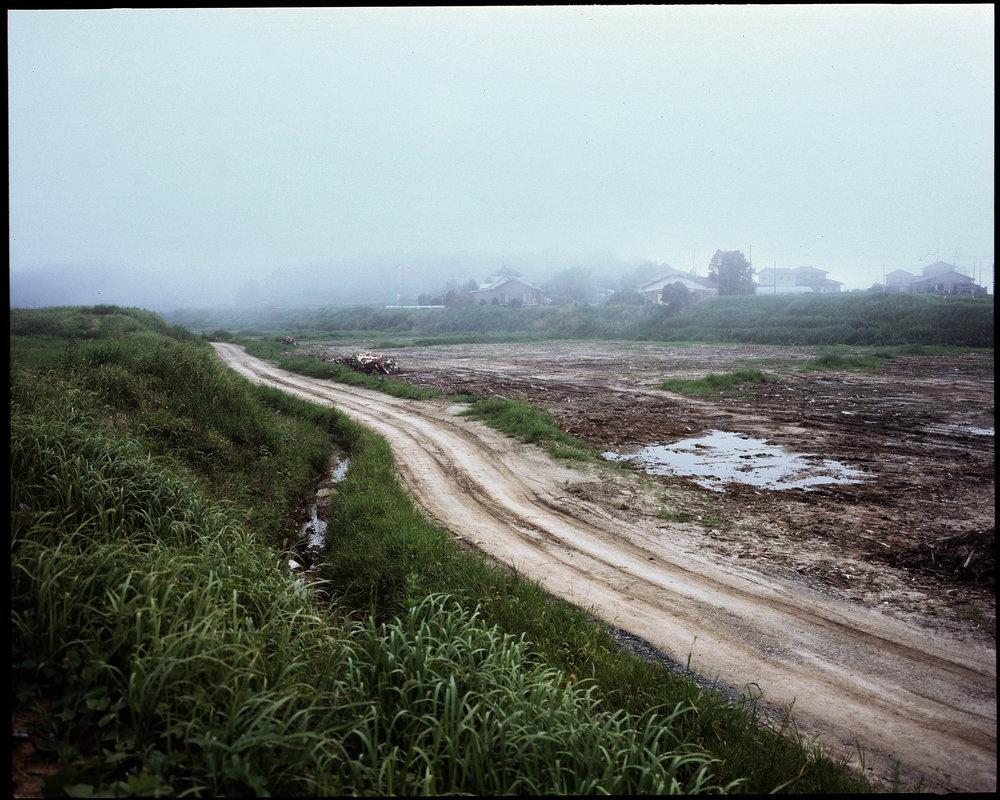終わりなく 始まりもなく フクシマは 苦しみ深し これからもまたthere is no endand also no beginningFukushimathe pain is profoundand unceasing - 渡辺 良子 (福島県 2012年3月)Ryoko Watanabe, Fukushima March 2012