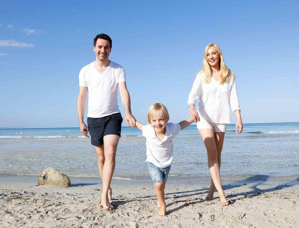 Familien Bild mit Heidi am Strand