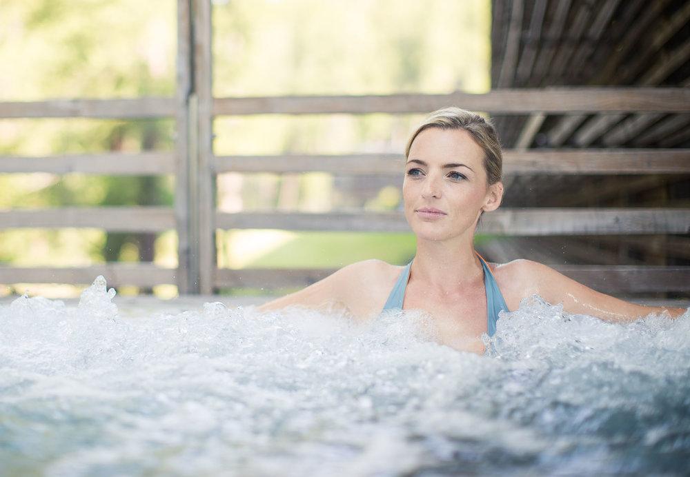 Deborah fröhlich im Wasser