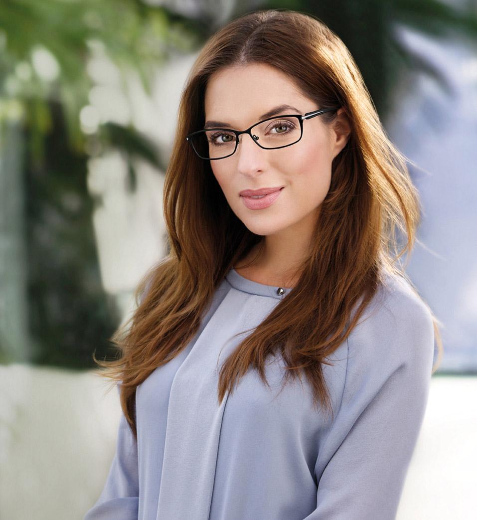 Buisness Model Janina mit Brille