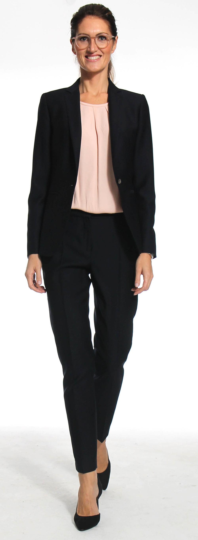 Businesspolaroid im schwarzen Anzug