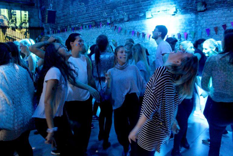 – Me kom hit fordi me elskar å danse! fortel Sarah Minos. Frå venstre: Sarah Minos, Tonje Dybdahl, Kristin Skolt og Kristina Dirdal på arrangementet Breakfast Beat på Kulturhuset, Oslo. Foto: Ragnhild Sofie Selstø