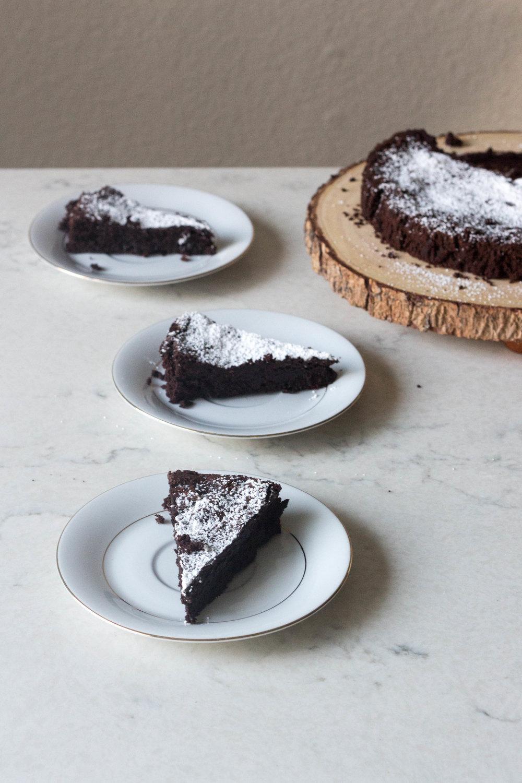 flourless chocolate cake-10.jpg