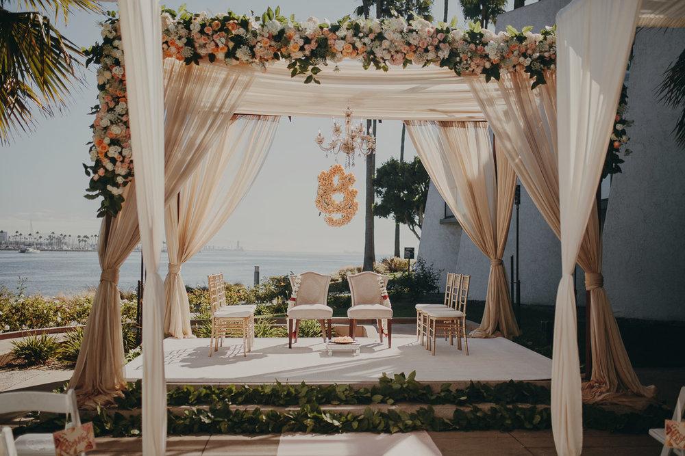 2 garden-inspired-wedding-altar.jpg