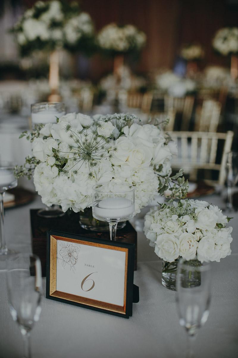 11 white-garden-flower-arrangements.jpg