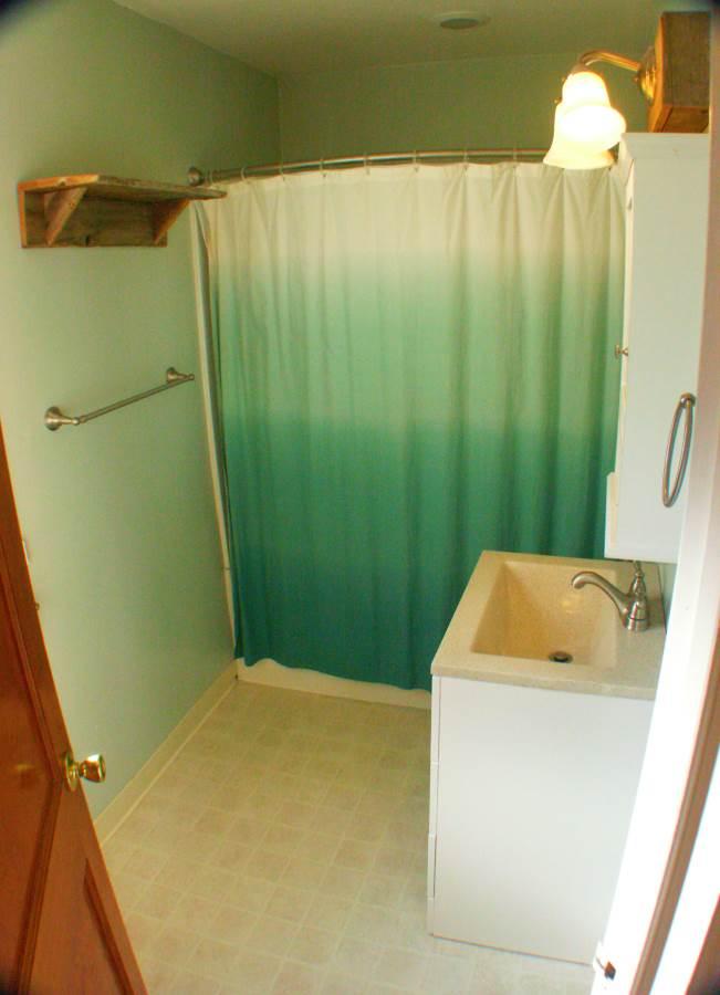 main floor bath-Optimized.jpg