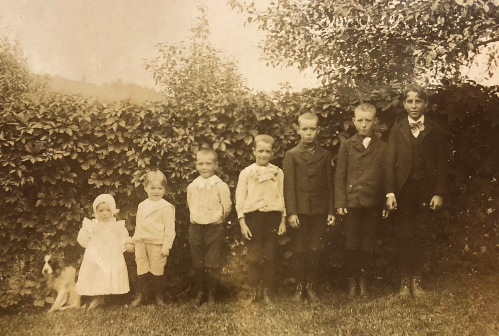 This is an unidentified photograph in the Society's collection. Do you recognize anyone?