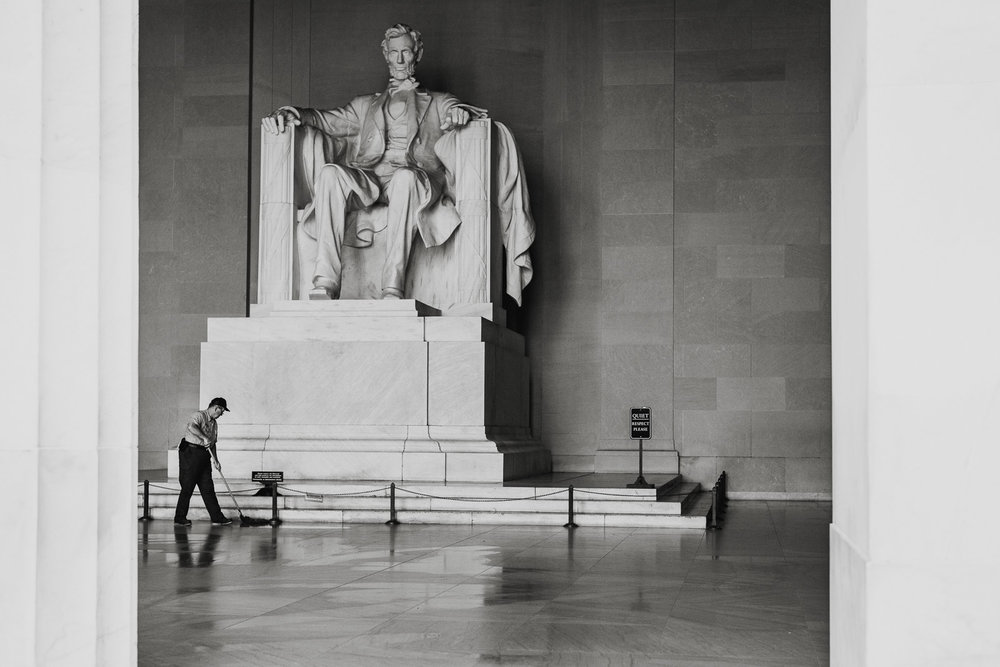 street photo lincoln memorial janitor cleaning