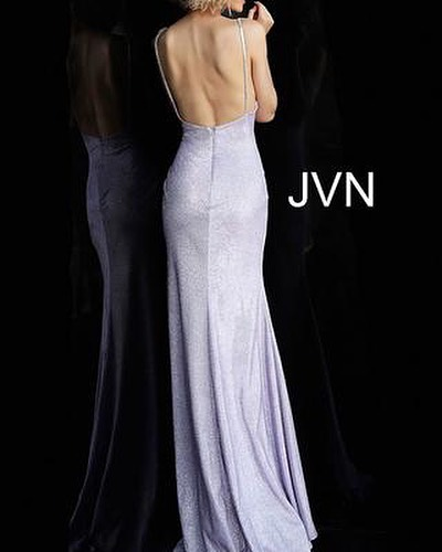 SPRING IS HERE and so is LILAC. Say hello to your new favorite color. Pair this @jovanifashions @jvnbyjovanifashions gown with a matching bold glittery eye for the ultimate look #BESTDRESSED • • • #dresscode #mood #prom #inspo #dresspo #pageant #glitz #glam #beauty #style #missusa #missteenusa #jovani #jovanifashions #promfashion #dresses #sparkle #missuniverse #dress #promfashion #glamour #allure #dresses #promseason #spring #lilac #glitter