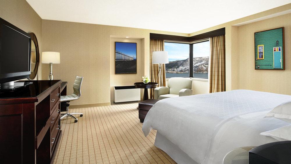Room_Deluxe_Corner_Harbour_View.jpg