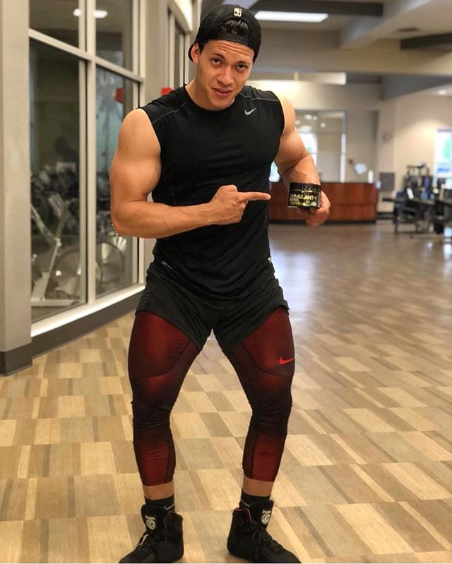 It's Flex Friday! Want tips to help build muscle? Keep reading below through our tips to help gain the mass you have been training for. ⠀⠀⠀⠀⠀⠀⠀⠀⠀ 1. Add weight: focus on adding weight to the bar. You will get stronger and add muscle mass.  2. Compounds lifts: these types of lifts will use more than one muscle. For example: deadlifts, squats, bench and overhead press 3. Increase frequency: the more you train a muscle, the better your technique will be. When technique is better it allows you to add more weight.  4. Stack Stim1 and Alpha muscle to aid in muscle growth. ⠀⠀⠀⠀⠀⠀⠀⠀⠀ Putting on size takes time. Ensure you are using the correct techniques and constructing a good workout plan! Be patient and BE ELITE! ⠀⠀⠀⠀⠀⠀⠀⠀⠀ #TGIF #t6supplements #6elite #supplements #swoleteam6 #alpha #muscle #preworkout #supplementsthatwork #health #results #nutrition #allnatural  #getfit #fitspo #fitspiration #aesthetics #fitlife #fitness #wellness #fitnessmodel #justdoit #neverstop #bodybuilding  #instafitness #gethealthy #fitness #cardio #gymmotivation