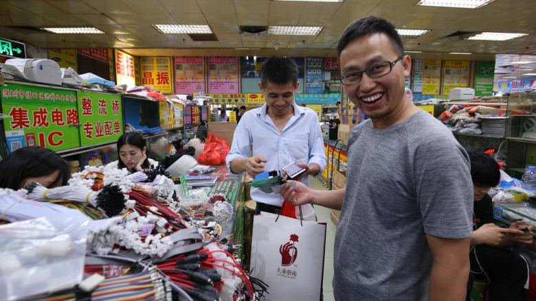 Li Feng buying electronic parts in Shenzhen's Huaqiangbei Commercial Street. CREDIT: SANGHEE LIU