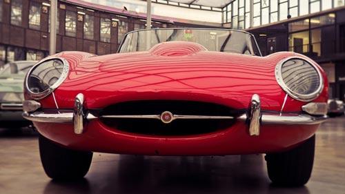 Automobiel bedrijf Theo Koelman jaguar klassieker