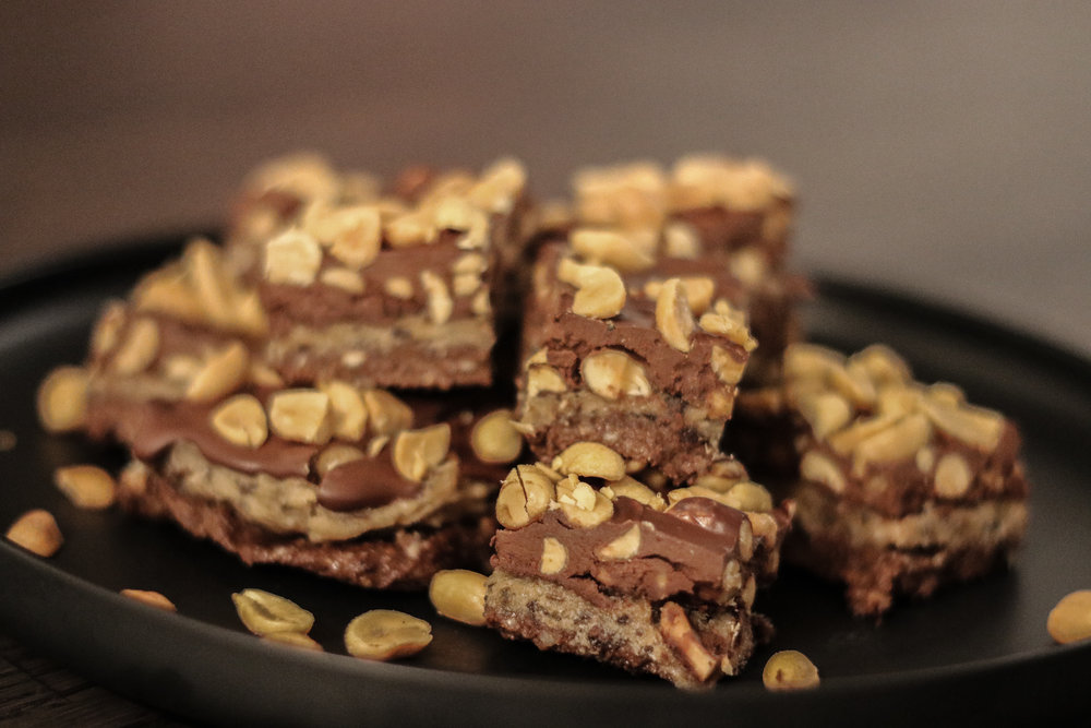 Healthy snickers cake Photo by Linda Haggh.jpg