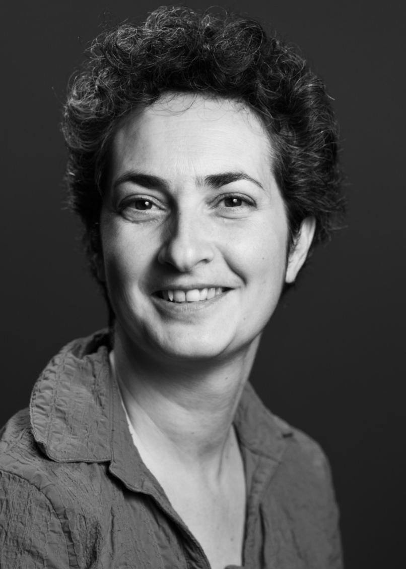 Aline Maréchaux - présidente -stratégie managementAprès son diplôme d'architecture, elle suit une formation de programmation architecturale et urbaine et s'ouvre à l'entreprenariat.Ses recherches sur les techniques et la valorisation du patrimoine (1998) la conduisent à développer une activité libérale d'architecte spécialisée dans le patrimoine (2000). Elle devient architecte associée d'une société d'architecture (2007), puis créé la SCOP « Univers & Conseils » (2014), avant de co-fonder AgilCare (2017).