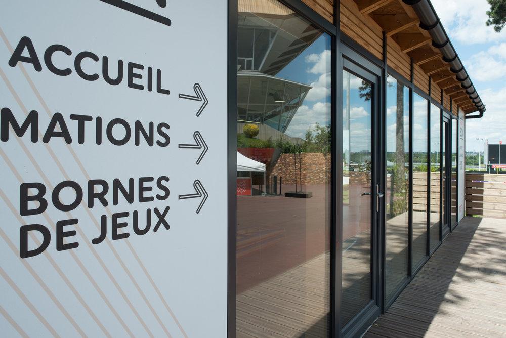 La société du  Trot Français  a fait appel à nos services pour la construction de « l'HippoBox », située à l'hippodrome de Vincennes. Cet espace est dédié à l'accueil et l'animation du public.