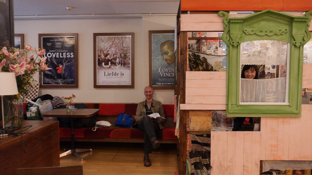 in bioscoop Rialto Amsterdam is het kamertje uit het huis van de moeder van Aliona van der Horst gemaakt
