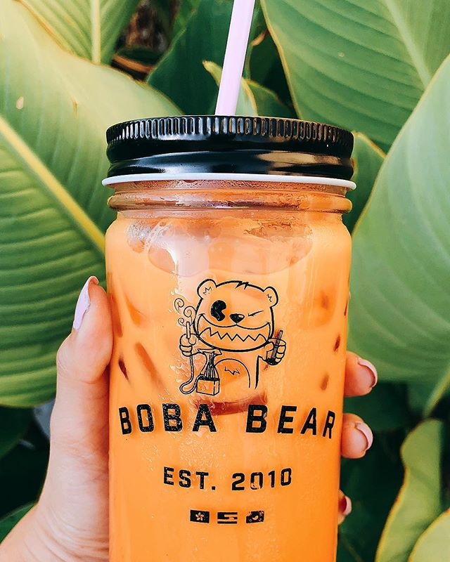 IT'S #FRIDAY! Got no plans? Bring your jars back and get 10% off your drinks. We got you, fam. Bring your crew to chill with our crew. 💚 . HOW MANY #THAITEA LOVERS WE GOT OUT THERE? 🧡🙋‍♀️🙋‍♂️