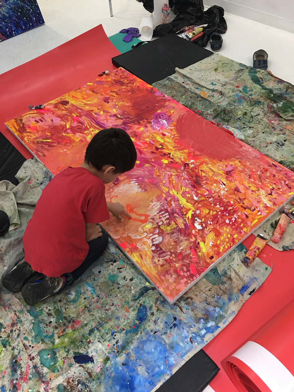 Toddler finger painting the Iris Scott's canvas at Filo Sofi Arts NYC.png
