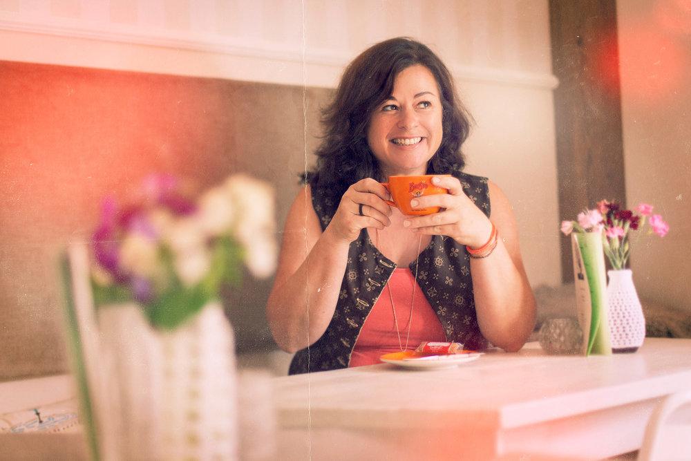 Ich darf Sie herzlich in unserem Cafè willkommen heißen. - Stefanie Kuffner