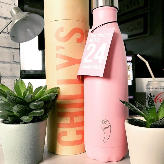 Total t**t photo here but my new @chillysbottles in the perfect shade of #millennial pink is just 😍 No excuse not to drink enough water now 😂 #health #water #Chillys #wellbeing #stayhydrated