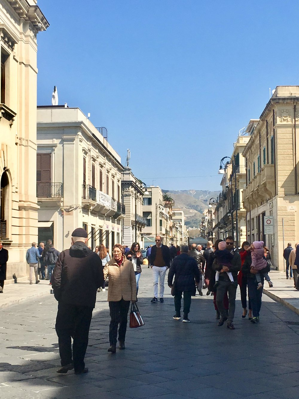 A traditional Sunday passeggiare in Reggio Calabria