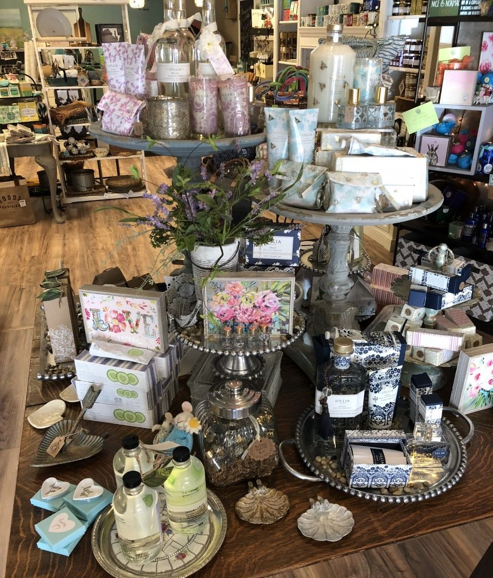 Many different luxury bath products perfect for any gift!