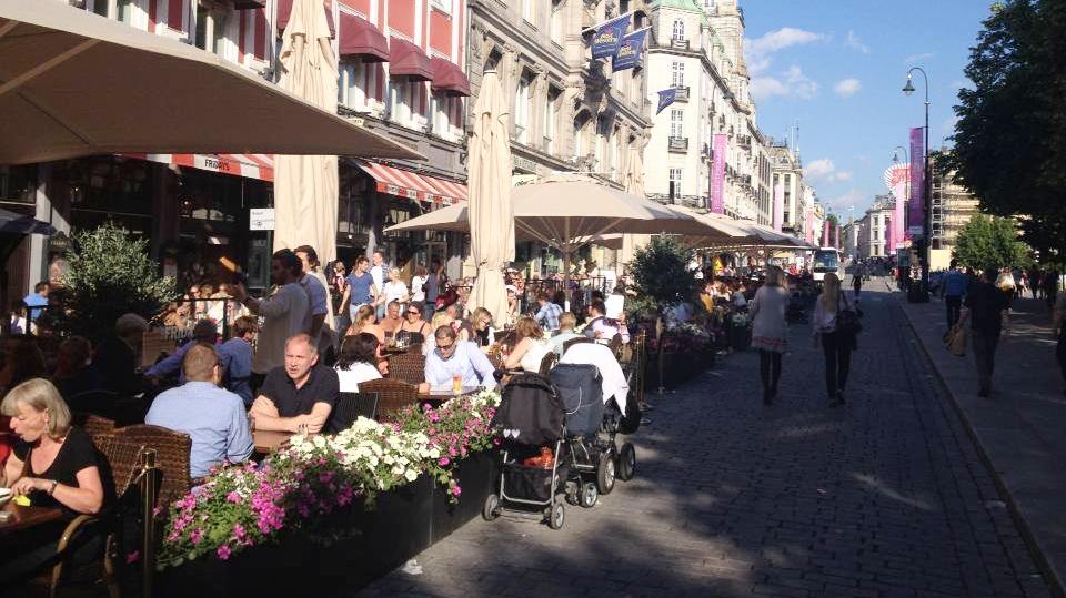 Sommerserveringen på Karl Johan, 21. juni 2013, en uke etter at det hele åpnet for aller første gang.