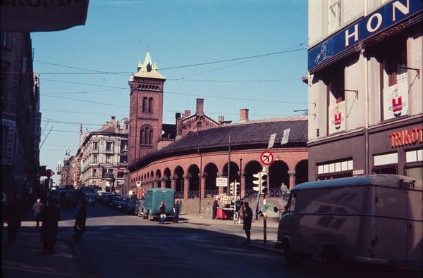 Karl Johans gate, utenfor Kirkeristen, anno 1966. Foto: Harriet Flaatten / oslobilder.no