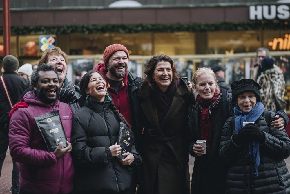 Fra venstre: Ayalew Desta (IBA og Tøyen Coffee), ordfører Marianne Borgen, byråd for miljø og samferdsel Lan Marie Berg, byrådssekretær Rasmus Reinvang, direktør eiendomsforvaltning Sonja Horn (Entra), Kristin Aandal (Lokalstyret for Tøyen og Grønland). Foto: Ola Vatn.