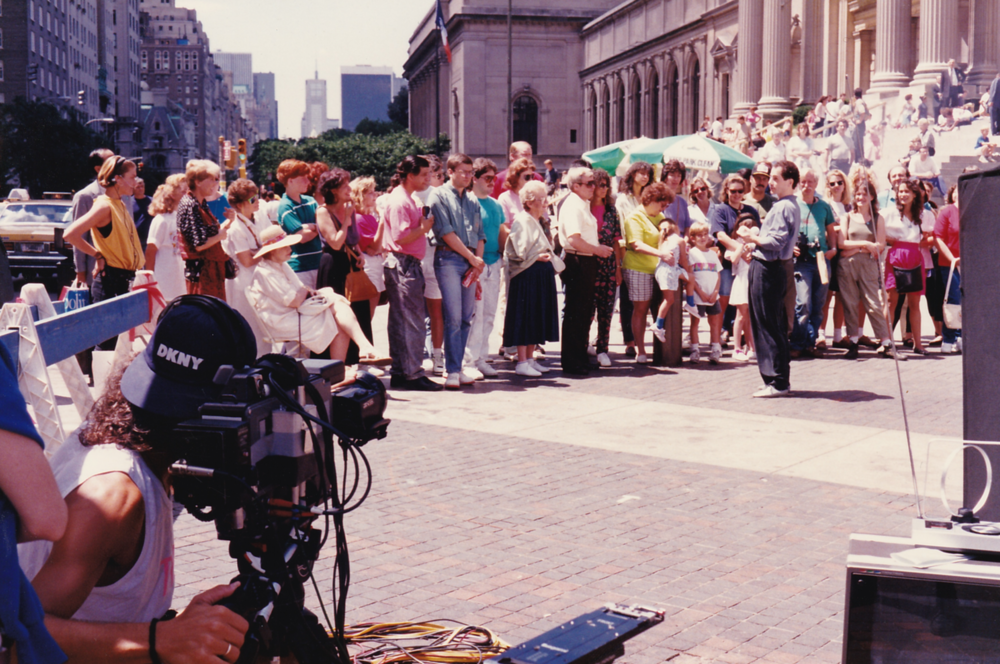 Skip on location with Michael Moschen outside of NYC's Metropolitan Museum
