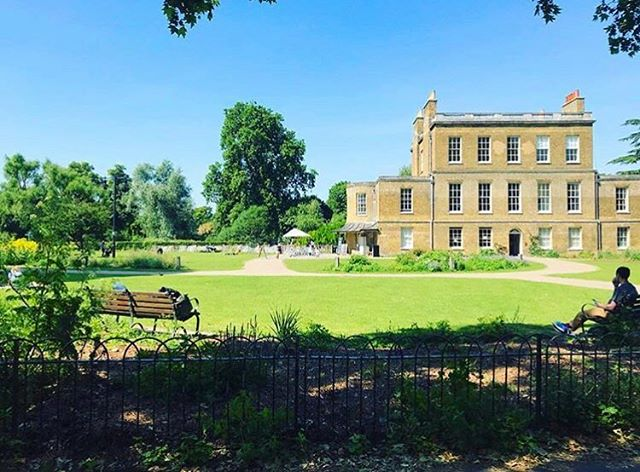 Very sunny day in London = very shady run in Clissold Park. We 💙 this heat wave!#runlondon #runtheworld #clissoldpark