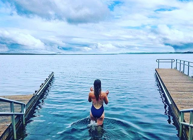 Ice lake + hot tub + steam = best way to revive tired legs! Beautiful shot from @acavery in Iceland #runtheworld #runiceland