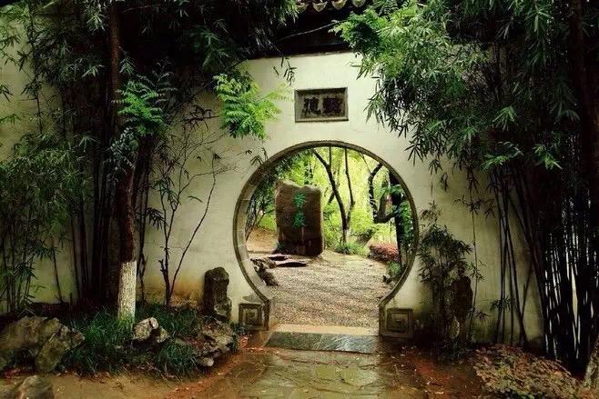 Ch 62 Moon Gate.jpg