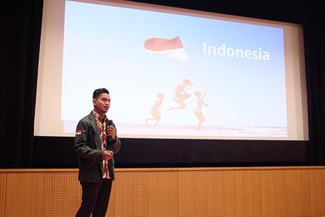 Azwin Harfansah presenting his research
