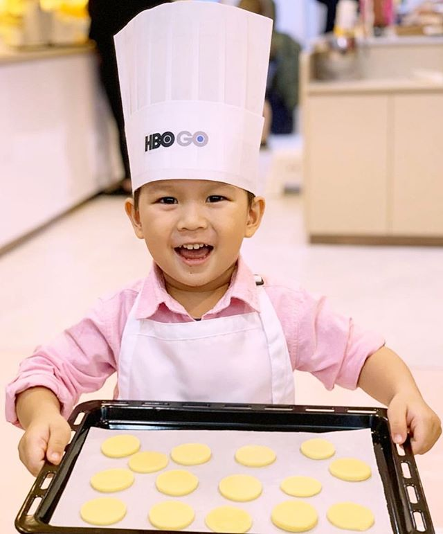 #Bakebe & @netflix @hboasia #hbogoasia cross over ! #kidsonhbogo are baking happily at Bakebe ! Look how satisfied they are !⠀ . Great capture by @harrychau