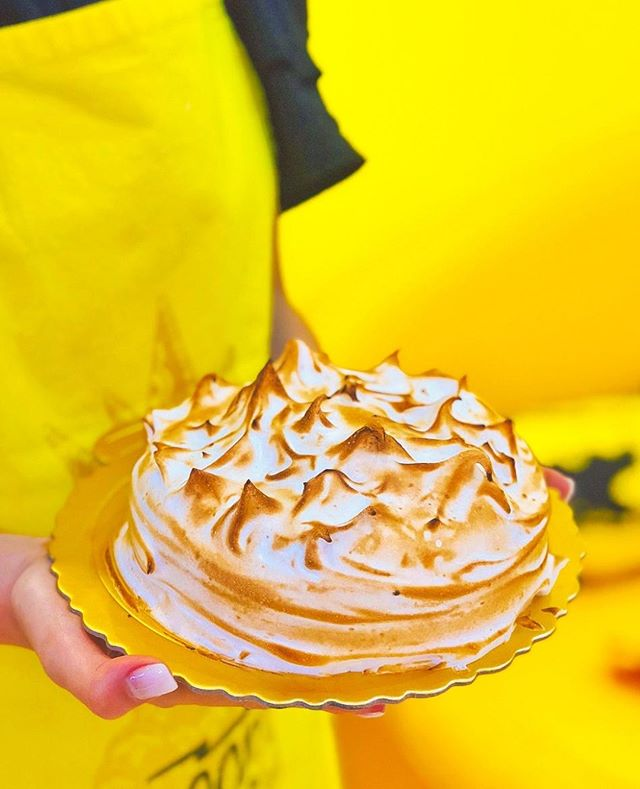 Lemon Meringue cheesecake . . @Bake.be - HK's First & Only Co-Baking studio that teaches you to bake with an APP ! . I love #Bakebe ! 全港唯一用APP教學的共享烘焙店 www.bakebe.com . . . . . . . . . #hkbakery  #hkcake #自助烘焙 #hkdiy #Bakebe #蛋糕班 #生日蛋糕 #整蛋糕 #散水餅