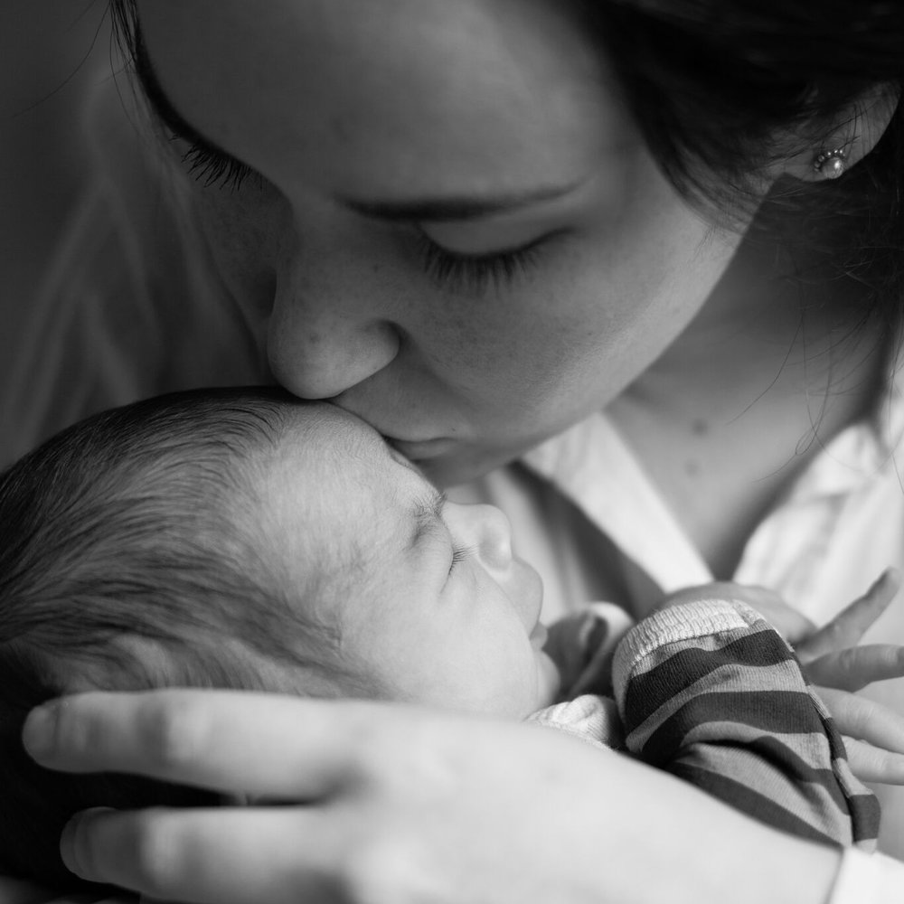 mum and new baby newborn baby doula services sydney photography