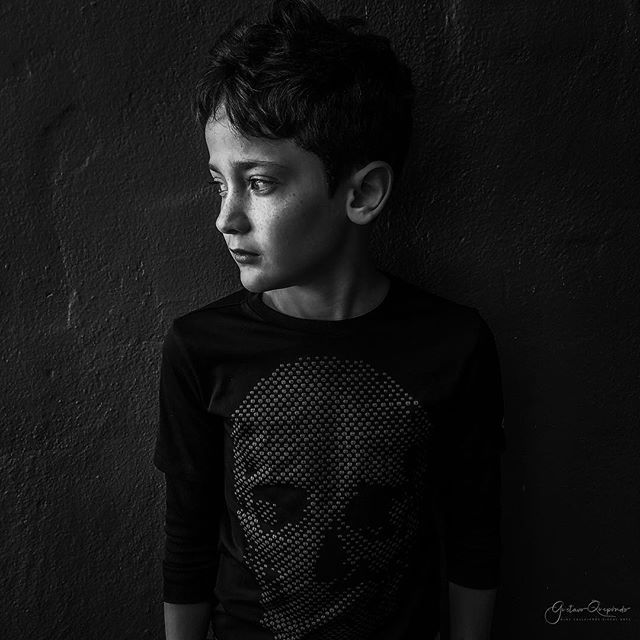 """luz y sombra 2""~Santiago Portraits ************************************************************ #myson #availablelight #iphoneography #iphoneonly #bnw  #shotoniphone #blackandwhitephotography #blackandwhiteportrait #blancoynegro #blancetnoir #monochrome #blackandwhite #ig_street #instaportrait #monochromestyle #bnw_demand #kidsportraits #blackandwhitehumansphotos #bnwlas #lightandshadow #instagood #instablackandwhite #instabnw #instakids #availablelight #lightandshadow #iphone8plus #lowkey"