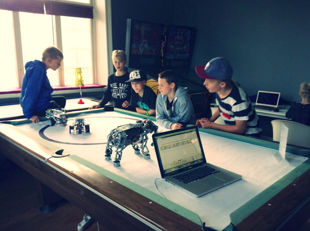 Legorobot-programmering i Mosås stationshus