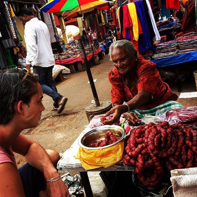 In the small town of Mapuca in North Goa, Will stumbled across this amazing lady during our most recent trip. She has been selling her goods at the same market for years and even let us taste some of her famous Goan sausages. What a way to get inspiration for our menus! ✨⠀ .⠀⠀ .⠀⠀ .⠀⠀ .⠀⠀ .⠀⠀ #namma #nammadelivery #offthetrackindianfood #wheretoeat #eattheworld #travelforfood #storyofmytable #indianfood #indiantakeaway #EEEEEats #foodintheair #spicyfood #toplondonrestaurants #dametravelerfoodie