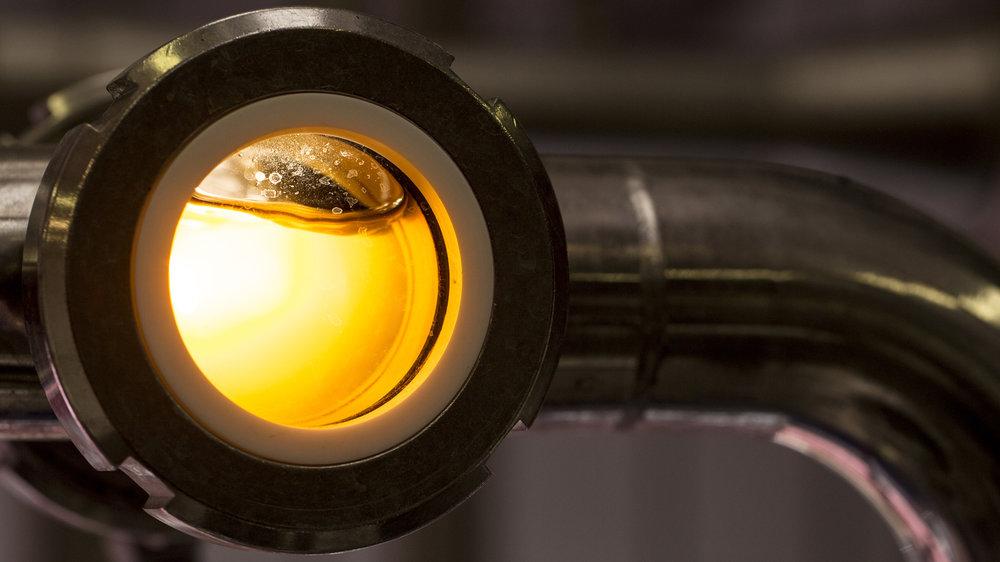 Maturazione in cella - È l'elemento fondamentale di tutte le birre, rappresentando circa il 90-95% della birra stessa. Storicamente i birrifici sorgevano in prossimità di sorgenti o falde acquifere, mentre oggi l'acqua può essere trattata per le esigenze produttive. Tuttavia avere la possibilità di lavorare su un'acqua di ottima qualità naturale è indubbiamente un vantaggio proprio perché evita al massimo l'intervento umano.