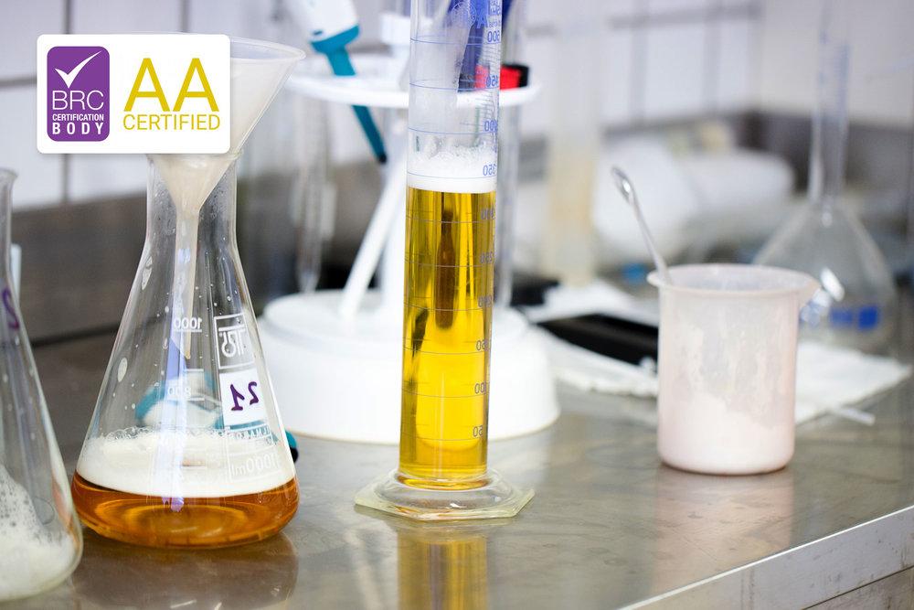 CERTIFICAZIONE BRC - La certificazione BRC rappresenta lo standard globale specifico per la sicurezza dei prodotti agroalimentari. Non si tratta di un certificato di facile conquista. I requisiti che richiede fanno riferimento ai sistemi di gestione qualità, alla metodologia HACCP, ad un insieme di requisiti GMP (Good Manufacturing Practice), GLP (Good Laboratory Practice) e GHP (Good Hygiene Practice).Riceviamo da 7 anni consecutivi il certificato BRC ed attualmente il nostro rating è in fascia AA.