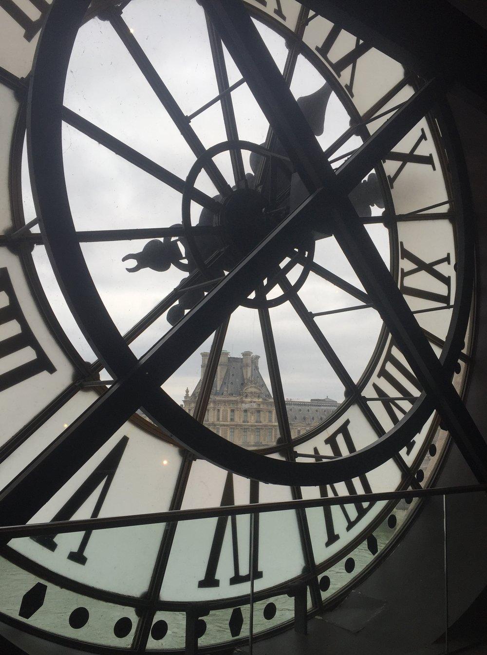 Vue sur le Louvre de la Musée d'Orsay. Photo by Allison Girard, 2017.