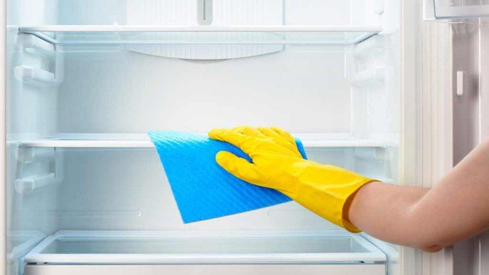cleaning-fridge-vacation.jpg