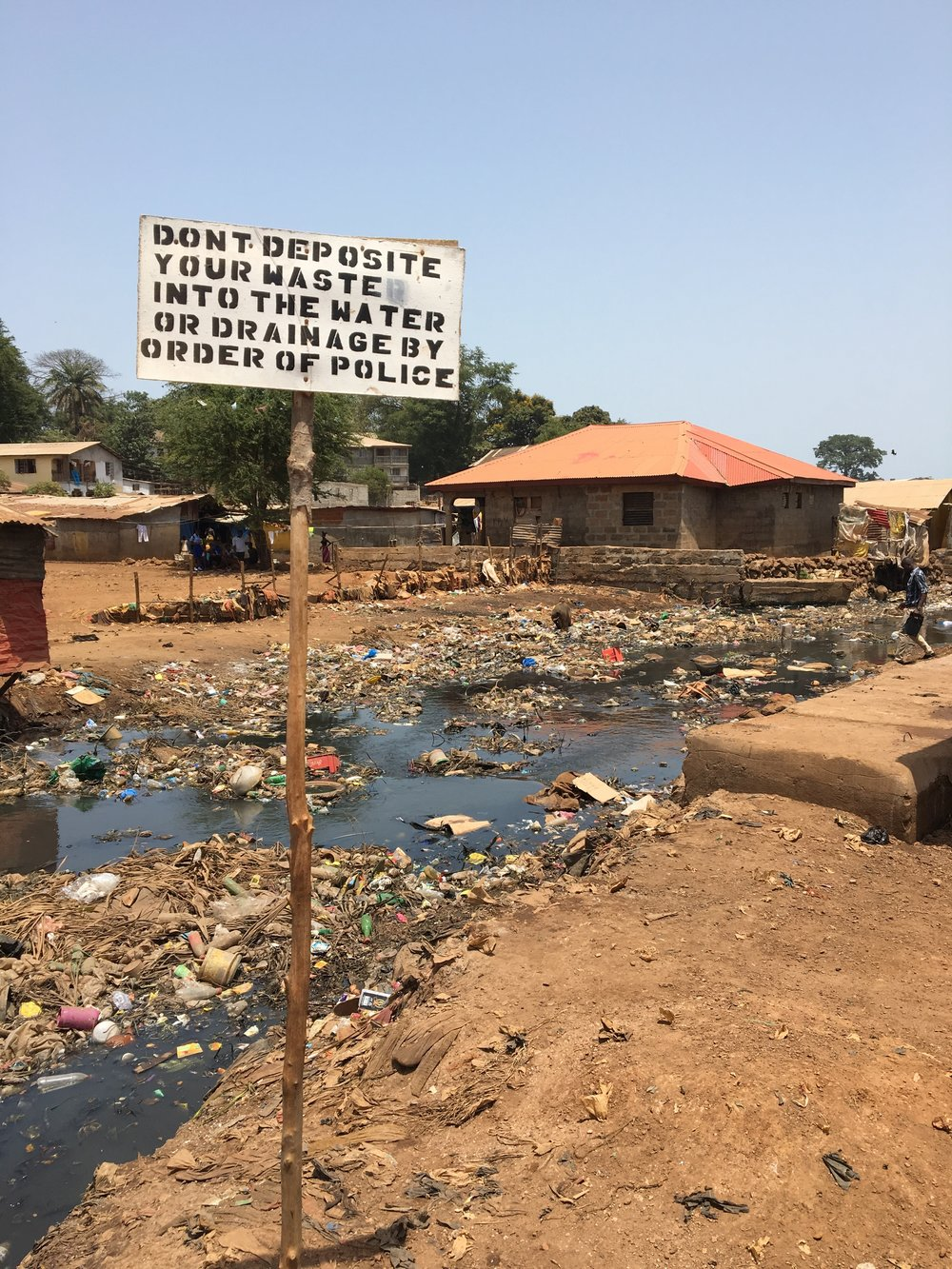 During the rainy season, the rivers of Kissi are flooded. Since the rivers are used for garbage dumping and toilet, flooding increases the risk of diseases such as cholera.
