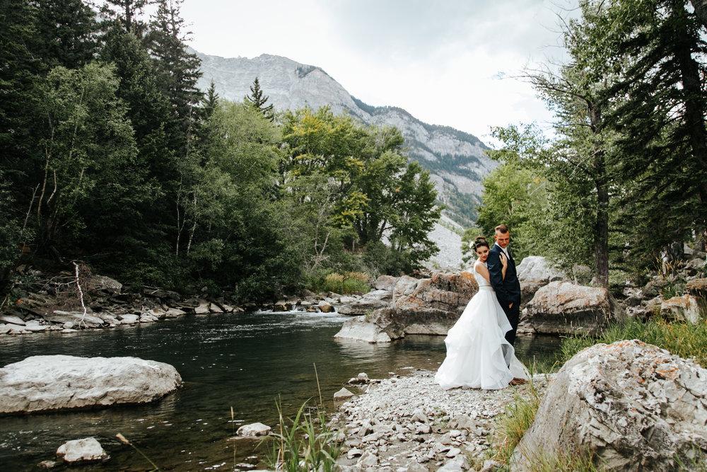 lethbridge-wedding-photographer-love-and-be-loved-photography-kurtis-beth-springbreak-flower-farm-crowsnest-pass-mountain-picture-image-photo-14.jpg