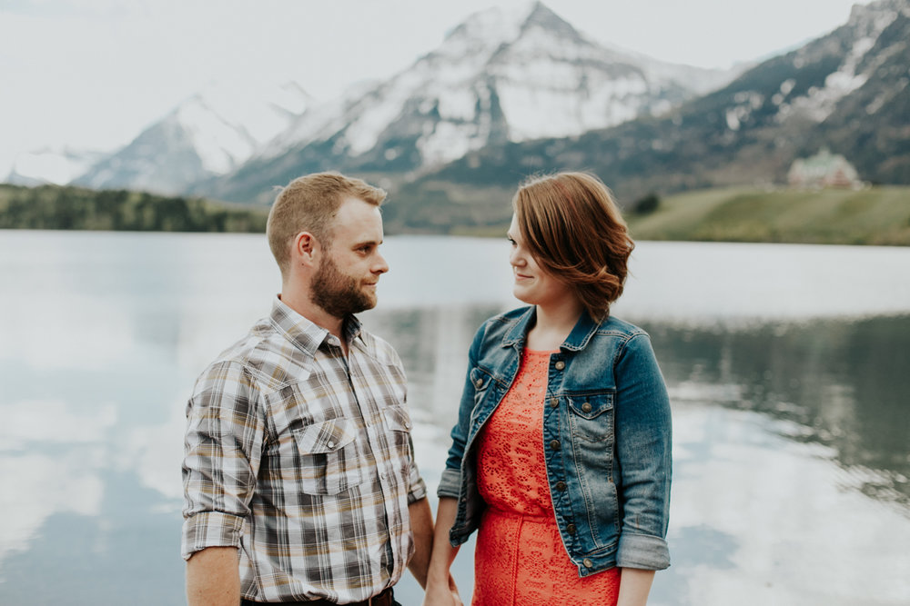 waterton-photographer-love-and-be-loved-photograph-mountain-engagement-luc-megan-picture-iamge-photo-1.jpg