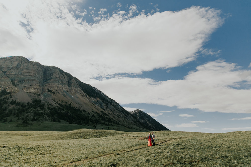 waterton-photographer-love-and-be-loved-photograph-mountain-engagement-luc-megan-picture-iamge-photo-10.jpg