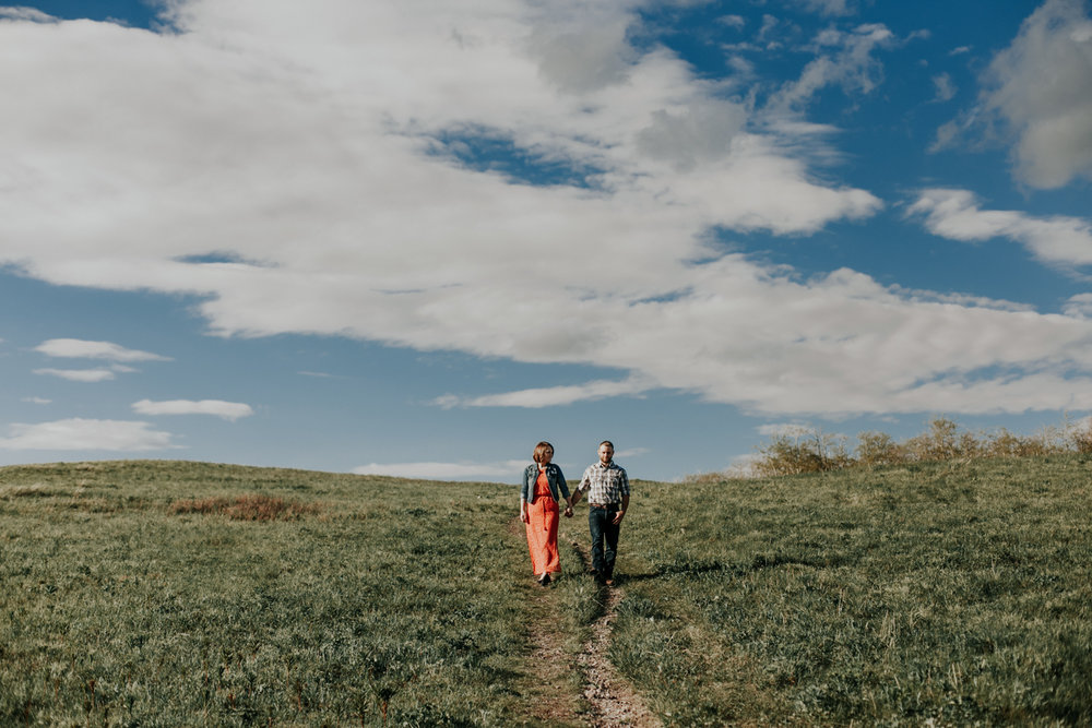 waterton-photographer-love-and-be-loved-photograph-mountain-engagement-luc-megan-picture-iamge-photo-12.jpg